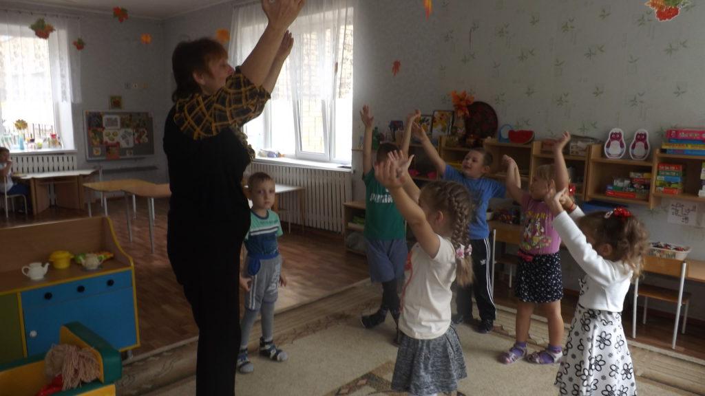 Вместе играем, развиваемся растем…  или один день в детском саду!