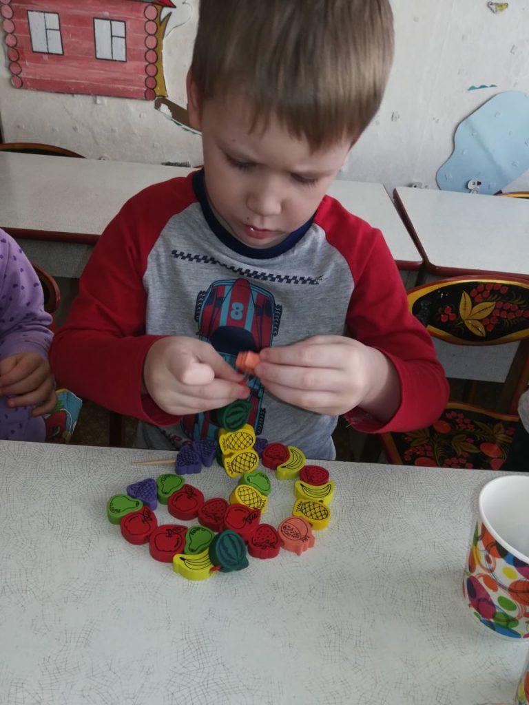 Картотека игр с детьми ОВЗ для развития мелкой моторики.