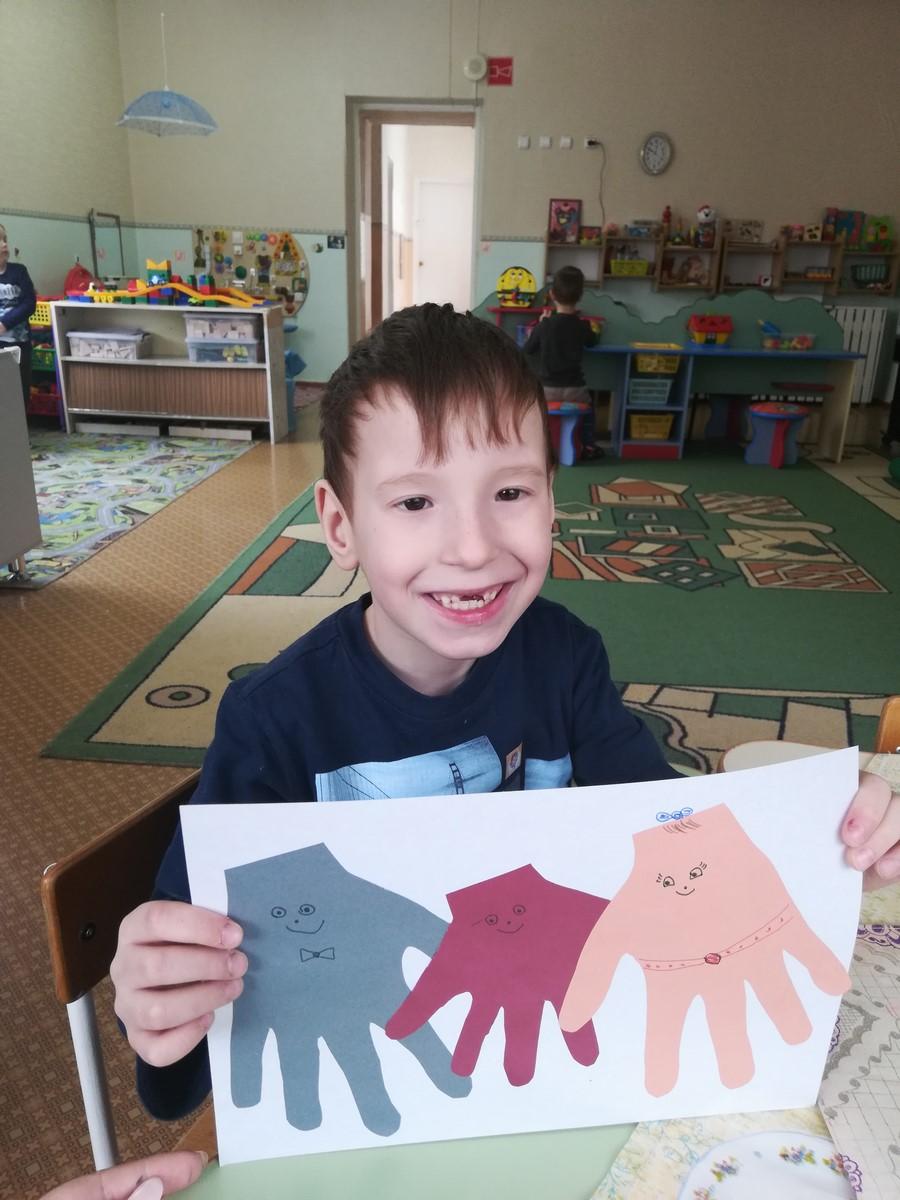 Дидактические игры для детей 4-5 лет. «Цветные ладошки»