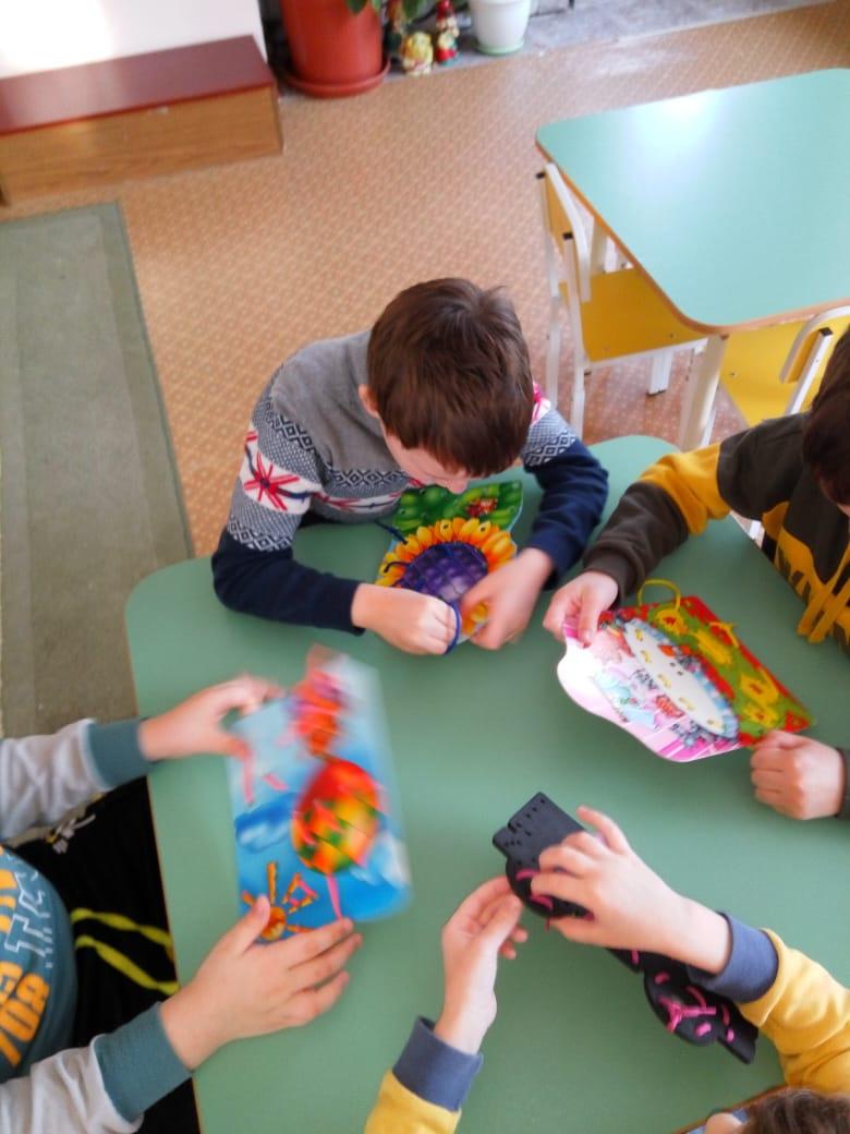 «Шнурочки — как средство формирования у детей речевых навыков».